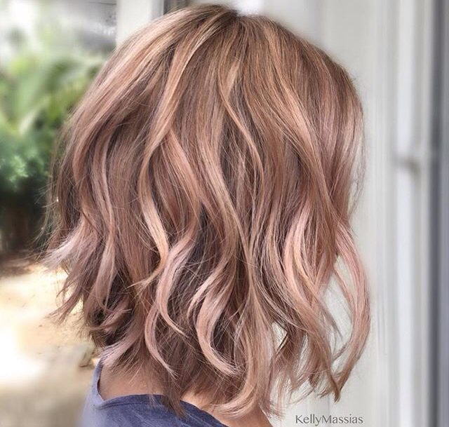 Ani-rysava-ani-blond-farebny-vlasovy-trend-inspirovany-ruzovym-zlatom-7