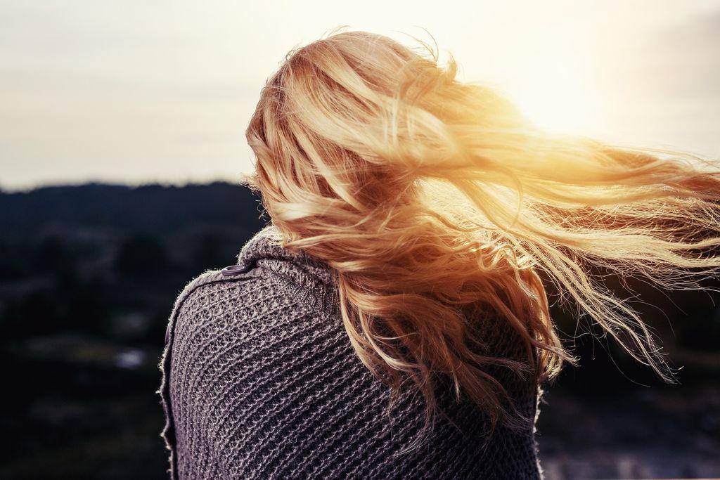 5 tipov ako si poradiť s jesenným padaním vlasov